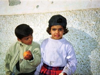 Ein Geschwisterpaar in der Oase Tozeur ( Tunesien )