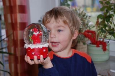 Die Weihnachtsmannschneekugel