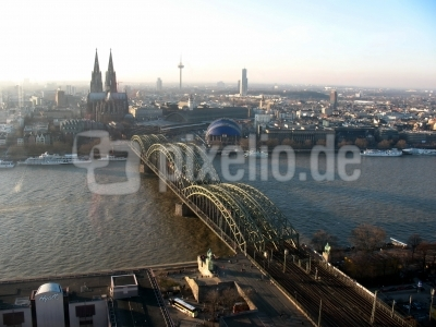 Köln Hohenzollernbrücke und Umgebung