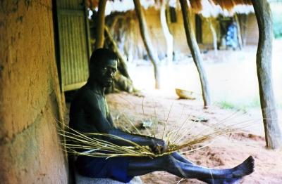 Korbflächter in Senegal