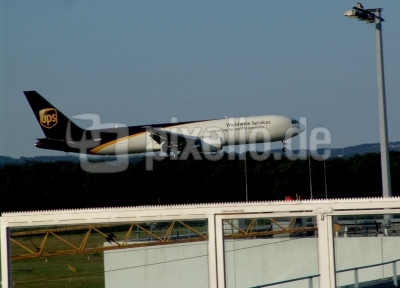 Frachtflieger UPS in Köln