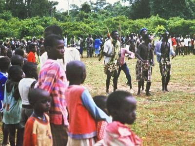 Stockkämpfe in einem Dorf in Senegal