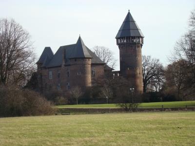 Burg Linn im Winter bei Sonnenschein
