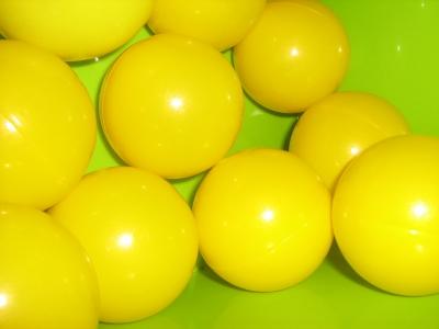 Gelbe Spielbälle