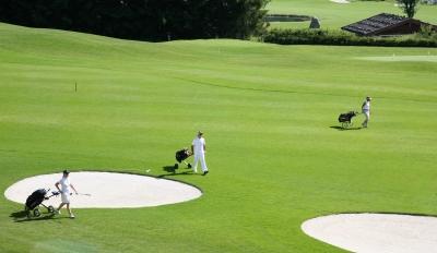 Golfer im Gleichschritt