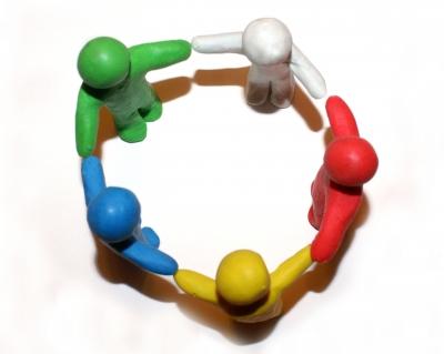 Plastilinmännlein von oben im Kreis