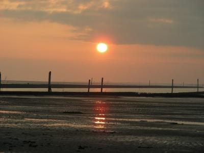 Ebbe und Sonnenuntergang in Bensersiel