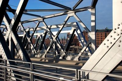 neue Brücke über den Magdeburgerhafen