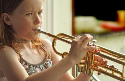 Kind mit Trompete_2