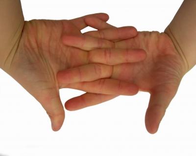 Kinderhände Handteller Finger verschränkt