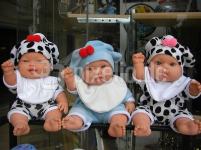 Drei Babypuppen vom Schaufenster