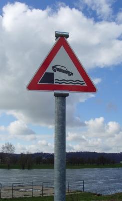 "Hinweisschild ""Ufer"""