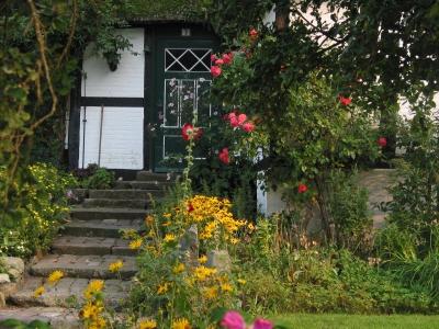 Eingang eines reetgedeckten Hauses in Sieseby