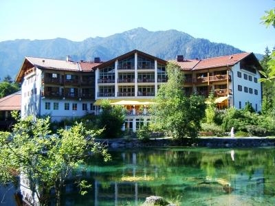 Badersee mit Hotel