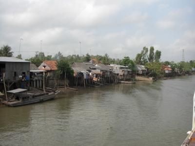 Dorf am Kanal