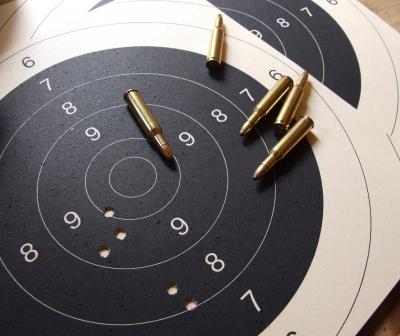 Zielscheibe und Patronen