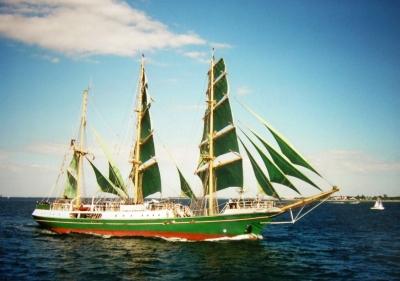 Das Segelschiff Alexander von Humboldt in Vollzeug