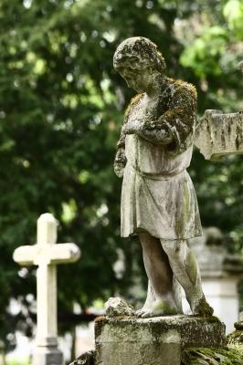 Alter Grabstein, Statue