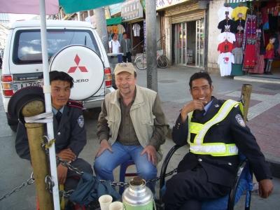 Vor dem Eingang zur Altstadt von Lhasa