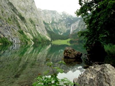 der Obersee mit dem Röthbachwasserfall am Königssee