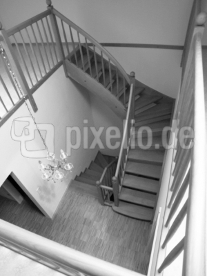 Treppenhaus - Neubau - Monochrom