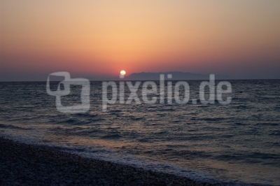 Sonnenuntergang am Strand von Rhodos