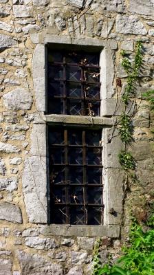 mittelalterliches Fenster im Wehrturm