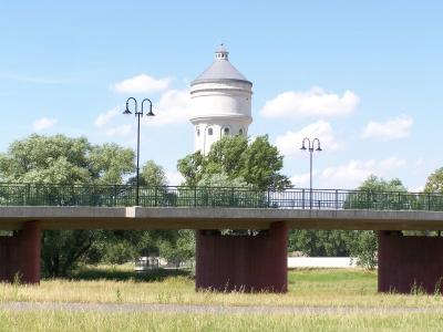 Brücke vor Wasserturm