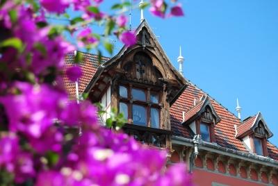 Altes Haus mit Blumen