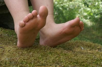 Füße im Moos - Sommer in Südschweden