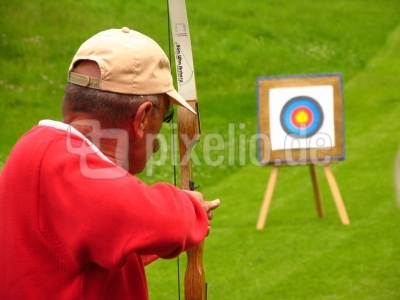 Bogenschütze beim Zielen