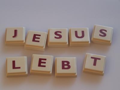 Wortbild Jesus lebt