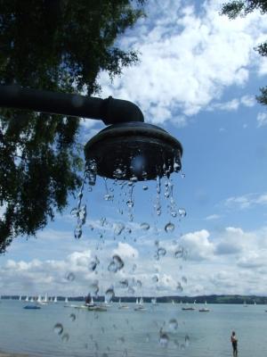 Dusche am See - Mit Regentropfen