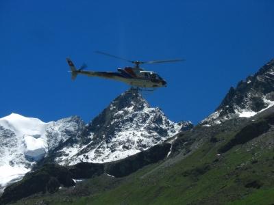 Hubschraubertransport für die Capane de Moiry / 1