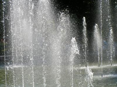 Wasserfontänen im Springbrunnen