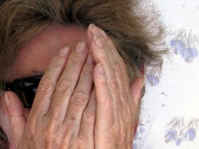 Fingern vorm Gesicht