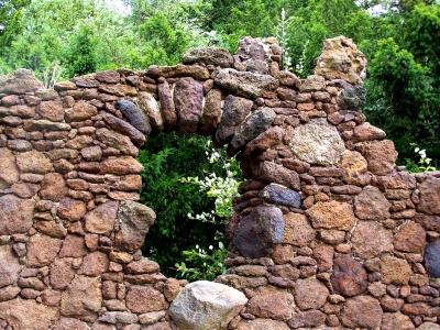 download alte steinmauer im garten | siteminsk, Garten und erstellen