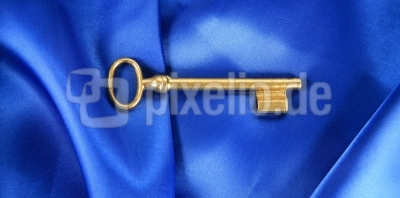 Goldener Schlüssel mit blau
