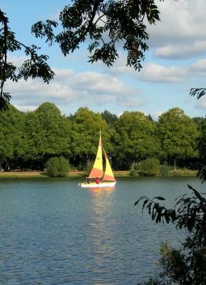Segelboot auf dem Maschsee / Hannover