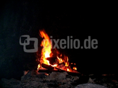 Lagerfeuer in einer Höhle bei Bärnfels