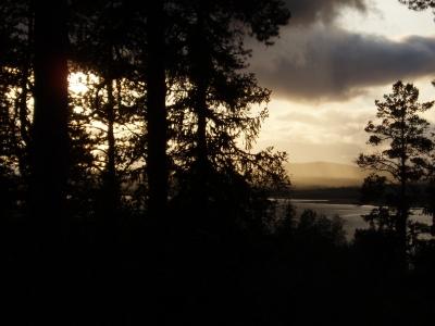 Düstere Abendstimmung am See