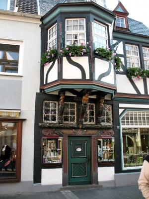 Ahrweiler_0009 Fachwerkfassade mit Figuren