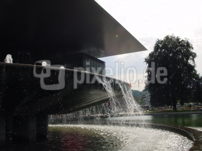 Brunnen vor KKL