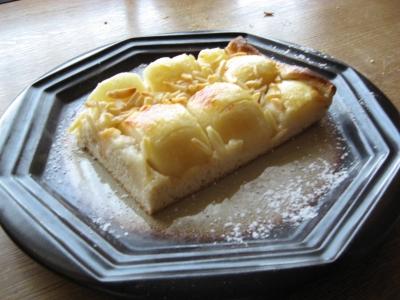 Apfelkuchen serviert
