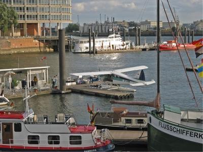 Wasserflugzeug im Hamburger Hafen