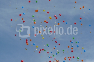 viele viele bunte Luftballons