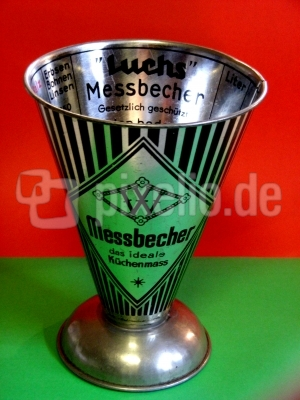 Omas Messbecher