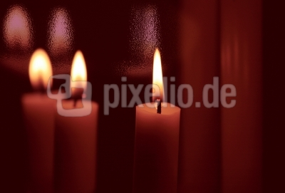 Drei Kerzen mit Effekt
