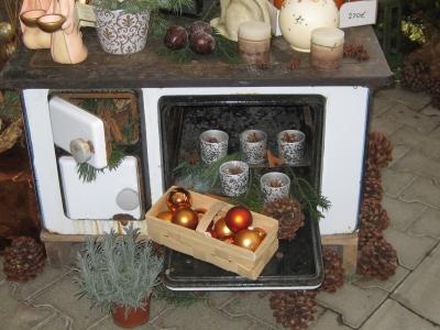 Urgroßmutters Ofen weihnachtlich dekoriert