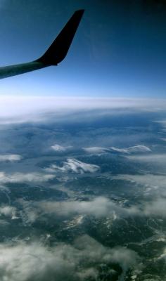 Über den Alpen hoch Flügel